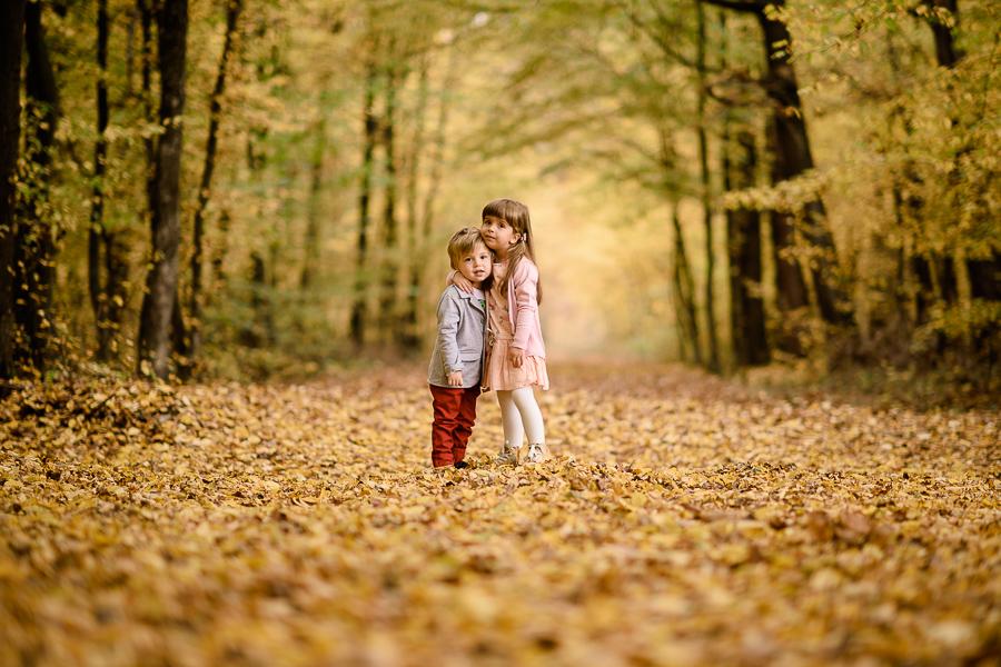 Lena i Kuba, blog rodzinny, blog dziecięcy, moda dziecięca, fotografia dziecięca - W złotym lesie